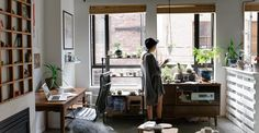 Domowe atelier - jak niedrogo urządzić studio fotograficzne *pomysł na komodę z palety z wysuwanymi szufladami