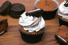 24 Ideas for cupcakes faciles oreo Fondant Cupcakes, Oreo Cupcakes, Wedding Cakes With Cupcakes, Cupcake Cakes, Healthy Cupcake Recipes, Cupcake Recipes From Scratch, Cupcake Flavors, White Chocolate Cupcakes, Cheeseburger