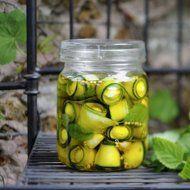 Recipe: Pickled zucchini with mini mozzarella Antipasto, Chutneys, Tapas, Zucchini Pickles, Pickled Zucchini, Gourmet Recipes, Healthy Recipes, Healthy Food, Food Tags