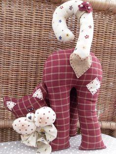 Curiosone - Her Crochet Fabric Toys, Fabric Crafts, Sewing Crafts, Sewing Projects, Sewing Stuffed Animals, Stuffed Toys Patterns, Fabric Animals, Cat Quilt, Animal Quilts