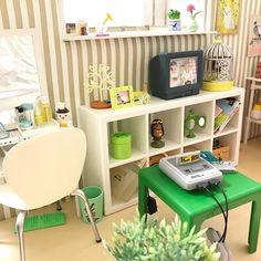 2018.03.09   先日IKEAで見つけた家具セット 配色がイマイチだったけど #鳥のいる生活 と並べるといい感じかも   リアルでこのグリーンのテーブルはないよね   #リーメント #ミニチュア #ドールハウス #rement #miniature #dollhouse #食玩 #ぷちサンプル #pinterest #pin #グリーン #green #緑