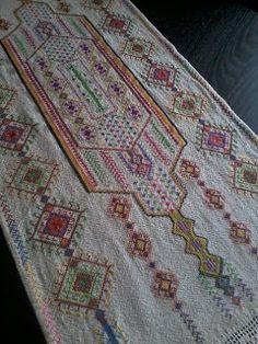 ethinc ! Cross Stitch Embroidery, Folk, Bohemian Rug, Traditional, Fashion, Pattern, Embroidery, Moda, Popular