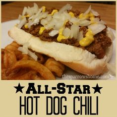 chili recipe Easy hot dog chili recipe to make the best chili dogs ever! Equally delicious as chili cheese fries. And it freezes beautifully! Best Hot Dog Chili Recipe, Chilli Hot Dog, Chili Sauce Recipe, Hot Dog Recipes, Chili Recipes, Hotdog Chilli, Sauce Recipes, Barbecue Recipes, Copycat Recipes