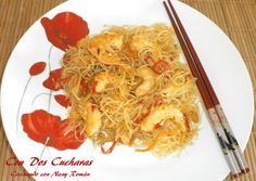 Fideos con gambas Japchae, Ethnic Recipes, Food, Noodles, Rice, Spoons, Eggs, Recipes, Meals