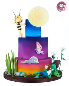 Maya the bee at dusk - Some decorations are made in gum paste , such as the moon , the Leaves and the butterfly . The ake is entirely coloured by the aibrush