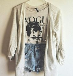 Over-sized cardigan with shorts & Audrey Hepburn tee Mode Hipster, Estilo Hipster, Hipster Fashion, Teen Fashion, Love Fashion, Fashion Outfits, Hipster Style, Fasion, Stylish Outfits