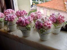 Interesting ideas for decor: Делаем розочки. Making a rose. Doilies Crafts, Lace Doilies, Mini Vasos, Chocolate Wrapping, Dyi Crafts, Table Flowers, Everything Pink, Shabby Vintage, Topiary