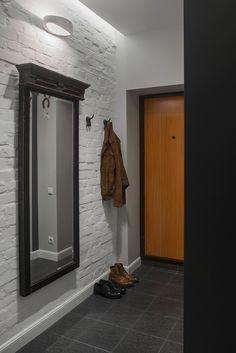 Note the hallway/entryway mirror.