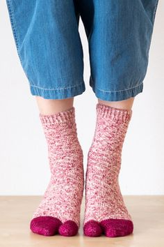 NENE is a sock featuring slipped stitch pattern. Socks are worked cuff-down with afterthought heel. You can choose the toe from wide-toe or tabi-toe (a separation between the big toe and the others). Crochet Socks, Knitting Socks, Stitch Patterns, Knitting Patterns, Tabi Socks, Uncommon Threads, Big Toe, Types Of Yarn, Finger Weights