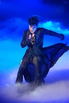 AMAZING Adam Lambert - Sleepwalker