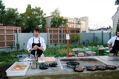 Ganz neu im Ströck-Garten ist diese geniale Outdoor-Küche – hoffentlich bald öfter bespielt