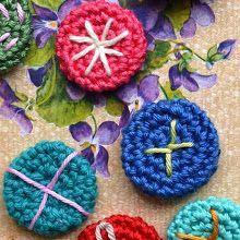 DIY little crochet buttons