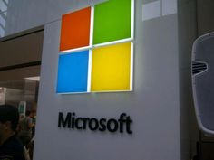 Microsoft squares off with new logo! What do you think of it? http://cnet.co/MODG7W