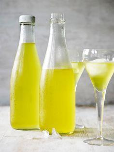 Cocktail Drinks, Cold Drinks, Alcoholic Drinks, Beverages, Cocktails, Vodka Shots, Danish Food, Spiritus, Home Brewing