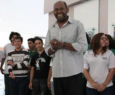Renato, o maestro do coral do colégio Sigma.
