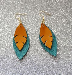 Items similar to Blue and Orange Earrings - Leather Earrings - Leather Feather Earrings Statement Earrings - Ready to ship on Etsy Unique Earrings, Beaded Earrings, Earrings Handmade, Handmade Jewelry, Hoop Earrings, Crea Cuir, Diy Leather Earrings, Leather Projects, Leather Crafts