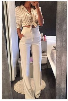 Boss Lady hoch taillierte Anzughose in Weiß White Pants Outfit, White Outfits, Classy Outfits, Casual Outfits, Dress Pants Outfit, Dress Clothes, Work Clothes, Mode Outfits, Office Outfits