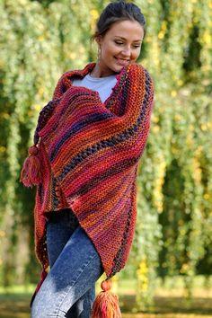 Strikkeopskrift på lækkert sjal med vendinger   Fin kombination af teknik og farve   Strikket sjal i turkis og lilla   Håndarbejde