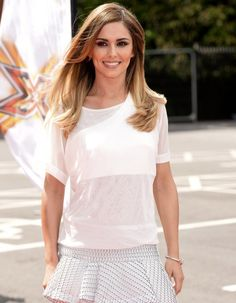 En France, celles et ceux qui connaissent Cheryl Cole sont surtout les fans du groupe de pop anglaise, « Girls Aloud » où elle chantait dans les années 2000. Mignonne, on la voit depuis, monter tous les ans les marches du Festival de Cannes en tant qu'égérie L'Oréal et poser en couvertures des magazines anglais.  http://www.elle.fr/People/La-vie-des-people/News/Cheryl-Cole-qui-est-la-chanteuse-cherie-des-Anglais