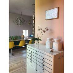 Hvilken farge skal taket ha? - KOI Fargestudio Interior Walls, Koi, Terracotta, Vanity, Instagram Posts, Furniture, Home Decor, Lavender, Terra Cotta