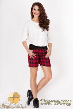 Kobiece szorty w kratę marki AWAMA.  #cudmoda #moda #styl #ubrania #odzież #spodenki #fashion #glamour
