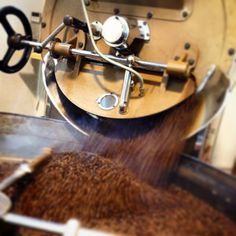 #italiancoffeesecret #piaschenk Professional Foto di #giovannaccicaffe ...un momento magico, il caffè appena tostato!