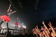 BABYMETAL、Zeppに吹き荒れる世界凱旋の爆風! 初の全国ライヴハウスツアーレポ! (2015/10/17)| 邦楽 ニュース | RO69(アールオーロック) - ロッキング・オンの音楽情報サイト