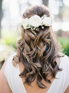 Curled perfection: http://www.stylemepretty.com/texas-weddings/conroe/2015/06/04/rustic-lakeside-backyard-texas-wedding/   Photography: Jessica Gold - http://www.jessicagoldphotography.com/