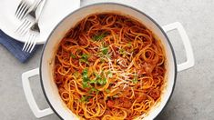 Combine all the ingredients in one pot for a stress free lunch or dinner. From alfredo penne to butter chicken, these easy meals will leave more time to enjoy the fun things in life. Creamy Spaghetti, One Pot Spaghetti, One Pot Pasta, Spaghetti Recipes, Pasta Recipes, Spaghetti Dinner, Homemade Spaghetti, Quiche Recipes, Spaghetti Sauce