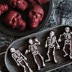 Nordic Ware Spooky Skeleton Cakelet Pan Skull Cake Pan, Halloween Cookies, Halloween Treats, Nordic Ware, Spooky Treats, Cake Mold, Cake Pans, Beautiful Cakes, Tray Bakes