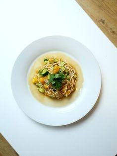 Deliciosos Noodles con Mango, Pepino, y Dressing Agridulce <3