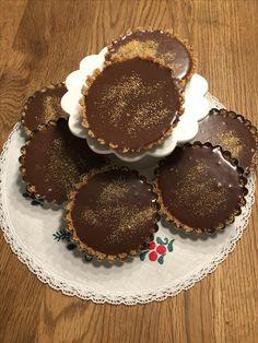 kelfstrobakar.se - Nougatpaj i små formar Desserts, Food, Tailgate Desserts, Deserts, Essen, Postres, Meals, Dessert, Yemek