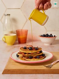 We love Pancakes! These slimming friendly Bacon and Maple Blueberry Pancakes are a perfect, filling breakfast for Pancake Day. Pancakes And Bacon, Blueberry Pancakes, Pancakes And Waffles, Nutella Slice, Slimming World Recipes Syn Free, Pinch Of Nom, Sugar Free Jam, Chocolate Pancakes, Waffle Recipes