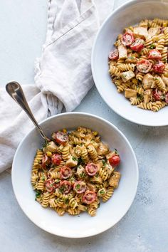 Restaurant-inspired southwestern chicken pasta with fresh tomatoes, sweet corn and cilantro tossed in a creamy chipotle sauce. Poblano Chicken, Chipotle Chicken, Grilled Chicken, Onion Chicken, Chicken Tacos, Chipotle Sauce, Pasta Recipes, Dinner Recipes, Beef Recipes