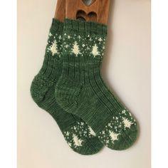 Cold winter nights knitting pattern by julie lebouthillier Knitting Socks, Hand Knitting, Knit Socks, Comfy Socks, Knitting Kits, Knitted Slippers, Knitting Machine, Vintage Knitting, Knitting Ideas