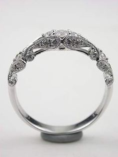 Wirbelnder Diamant-Ehering, - New Ideas Diamond Wedding Rings, Diamond Engagement Rings, Wedding Bands, Engagement Ring Settings, Ring Ring, Diamond Heart, Diamond Cuts, Bling Bling, White Gold Diamonds