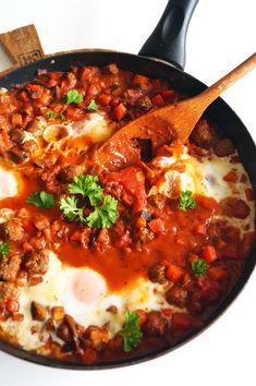 Shakshuka met aubergine en gehaktballen - Focus on Foodies Diner Recipes, Lunch Recipes, Paleo Recipes, Cooking Recipes, Paleo Food, Healthy Food, One Dish Dinners, One Pot Meals, A Food