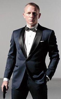 James Bond Skyfall Tuxedo Suit - Tuxedo - Ideas of Tuxedo - daniel craig tuxedo James Bond Skyfall, James Bond Tuxedo, James Bond Suit, James Bond Style, James Bond Wedding, Traje Black Tie, Blazer Fashion, Mens Fashion, Navy Tuxedos