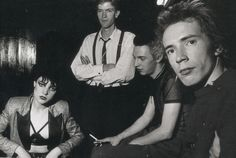 Siouxsie and Johnny...so young. - Imgur