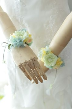 アップルグリーンのドレスにあわせて 帝国ホテルへ プリザーブド     一会 ウエディングの花