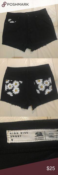 "NWOT Bullhead Jean Shorts NWOT Bullhead black denim shorts with daisy embellishment. From Pacsun. Inseam 2"". Cutoff hem/frayed. Bullhead Shorts Jean Shorts"
