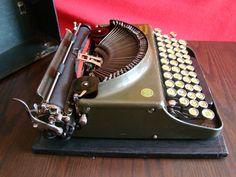 SMITH PREMIER Portable 3 olive green typewriter USA por Meccanismo