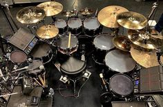 Once again it's time and this time it's very difficult! So who do you think plays this beauty? Drums Wallpaper, Drums Artwork, Drums Studio, Military Shadow Box, Drum Room, Drum Music, How To Play Drums, Custom Guitars, Drummers