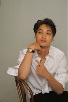 [Vyrl] EXO : #Monster 의 강렬한 눈빛을 지닌 이 남자! #카이 의 매거진 #에스콰이어 화보 촬영 현장 비하인드를 공개합니다.
