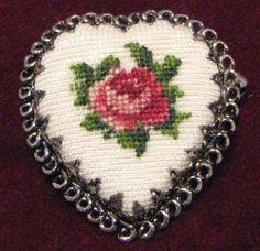Petit-point, very sweet. Cross Stitch Rose, Cross Stitch Embroidery, Cross Stitch Patterns, Single Rose, I Love Heart, Crossstitch, Bead Crafts, Creative Inspiration, Brooch Pin