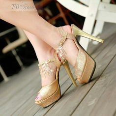 Cute goldin heals..