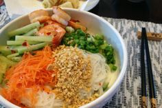 Vietnamese Noodle Bowl - The Gourmet Housewife Raw Food Recipes, Seafood Recipes, Asian Recipes, Beef Recipes, Cooking Recipes, Healthy Recipes, Thai Recipes, Vietnamese Noodle, Food Obsession