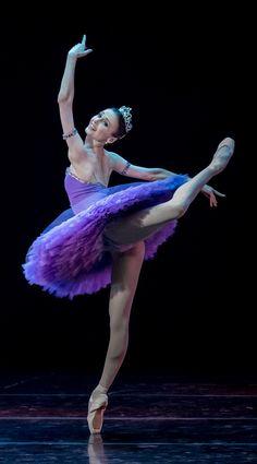 Svetlana Zakharova in Le Corsaire. Photo by Jack Devant. ✯ Ballet beautie, sur les pointes ! ✯