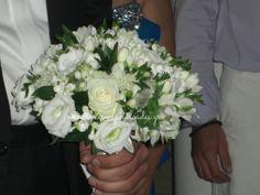 Υπέροχο νυφικό μπουκέτο με λυσίανθους φρέζιες, λεμονανθούς,τραχίλιουμ, τριαντάφυλλα,αλστρομέριες,συμφορίκαρπος