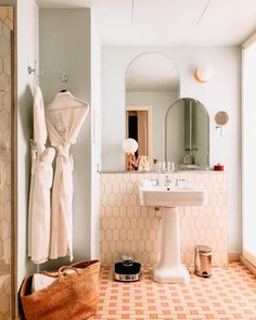 New Darlings - Paris: Hotel des Grands Boulevards - Bad Inspiration, Bathroom Inspiration, Decor Interior Design, Interior Decorating, Interior Ideas, Modern Interior, Casa Hotel, Hotel Lobby, European Home Decor